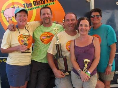 The Dizzy Pig crew full of smiles after a well deserved Grand Champion competition.